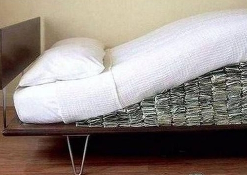 Финансовые ошибки - хранение денег дома под матрасом